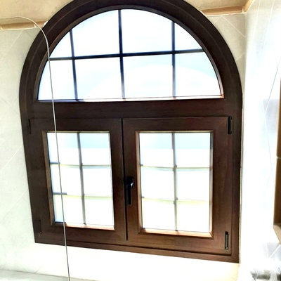 Ventana en PVC Schüco en color marrón