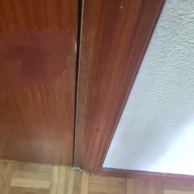 Lijado y barnizado de puerta