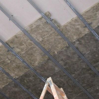 Aislamiento acústico de techo para local comercial