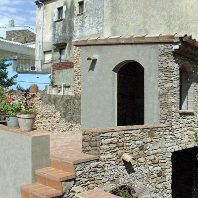 Ampliación vivienda en casco antiguo, Begur (Girona)