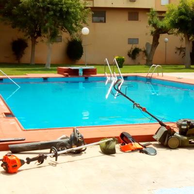 Mantenimiento de jardines y piscinas privadas y comunitarias