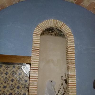 Arco imitación antigua en cocina rústica