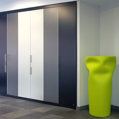 Armario de puertas plegables Serie Zafiro.