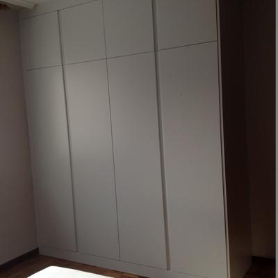 armario lacado gris