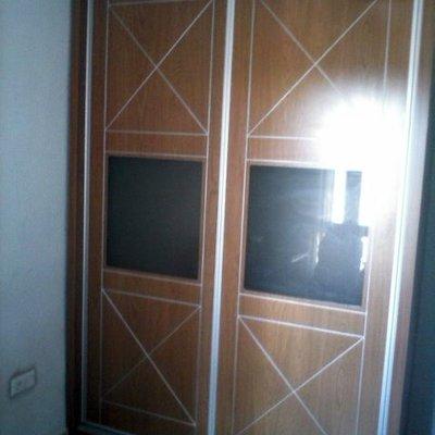 armario puertas abatibles pantografiadas y cristaleras