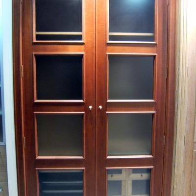 Armario revestimiento y puertas en color cerezo