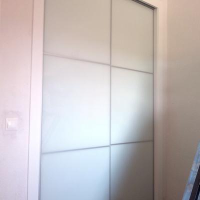 Armarios con puertas correderas y cristal lacobel