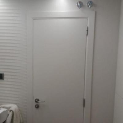 Armario integrados con paneles lacados-Puerta