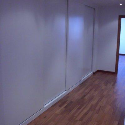 Armarios puertas correderas lacadas en blanco
