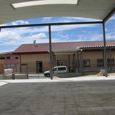 Colegio, zonas exteriores y Comedor de alumnos