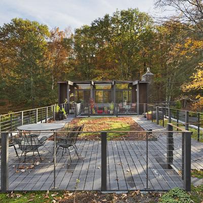 Vista de la azotea ajardinada de casa para artista en Woodstock