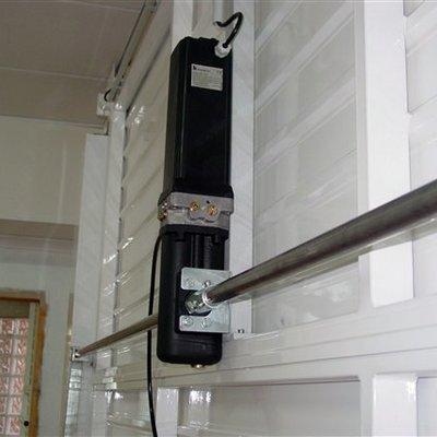 Automatización de puerta basculante.