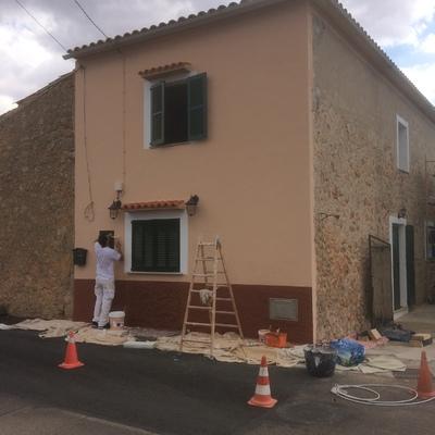 Finalización de pintura y restauración de fachada