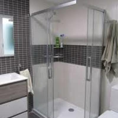 Sustitución mampara y mueble baño con grifería