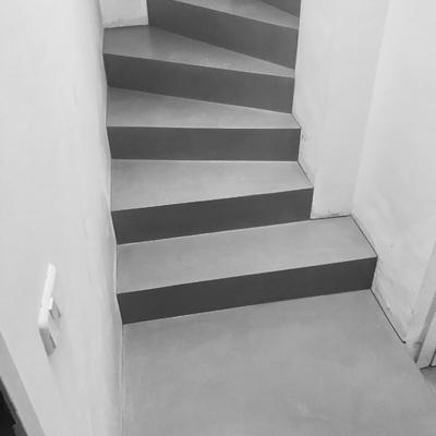 Escalera  gris mineral