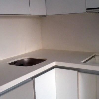 bancada cocina blanco glaciar