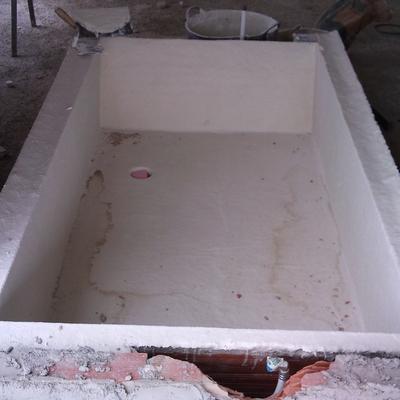 bañera hecha de obra y forrada despues en marmol