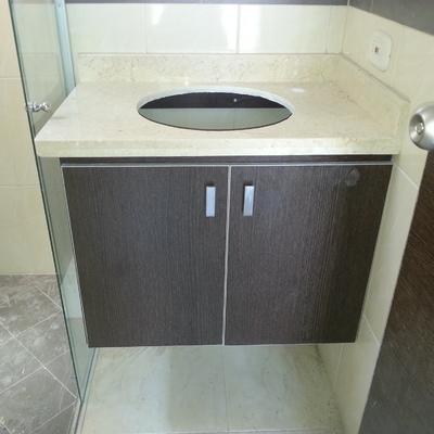 Mueble baño con encimera en marmol