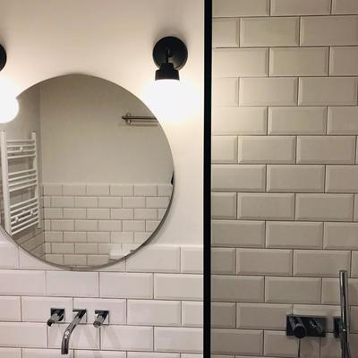 Baños moderno griferia integrada en la pared
