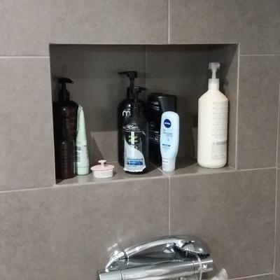 baño con hornacina