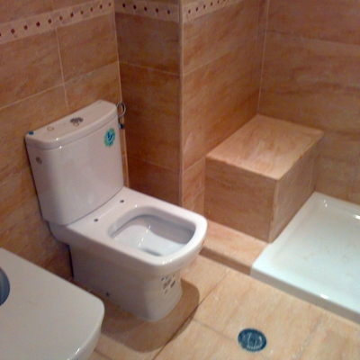 Baño con soporte para personas mayores
