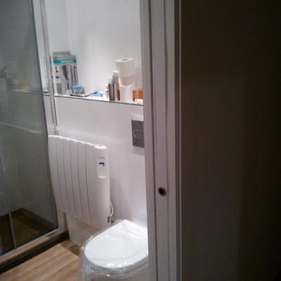 baño suspendido puerta corredera