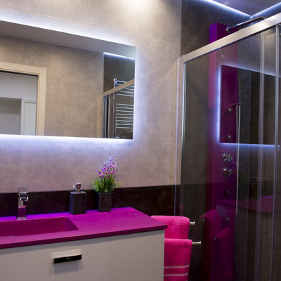 Suministro y montaje de Mamparas de baño