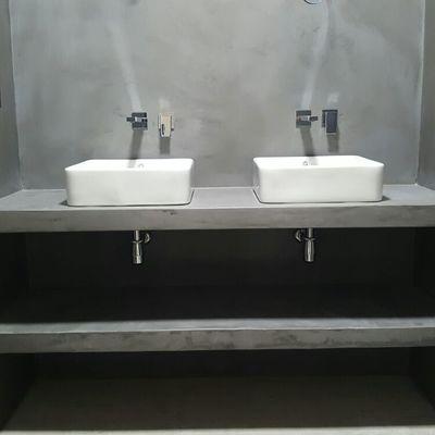 Aplicación de microcemento en baño