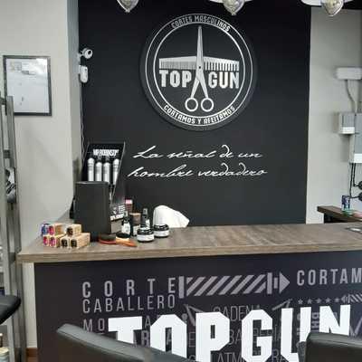 Diseño e Instalación de Mostrador en Barbería