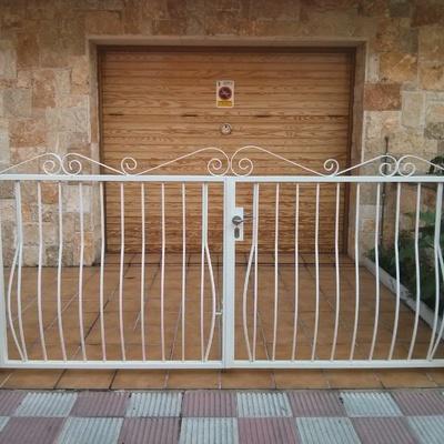 Puerta entrada comunidad