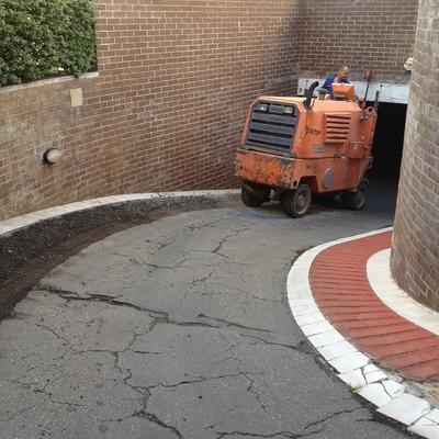 Fresado de rampa de asfalto para rehabilitar