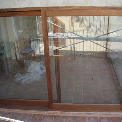 Cristalera elevadora de iroko