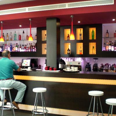 BOW cafe & lounge bar