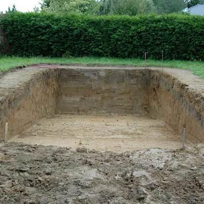 Excavación para piscina desbordante