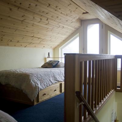 Buhardilla Juvenil con techo en madera