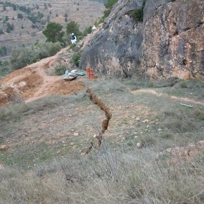 Deslizamiento activo afectando a un canal subterráneo