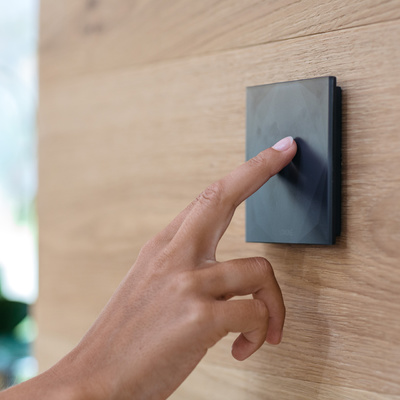 Pulsador Touch Pure | controla iluminación, persinas y musica