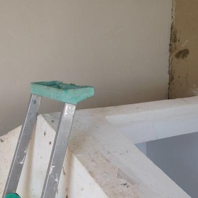 Finalización de mortero impermeable interior paredes