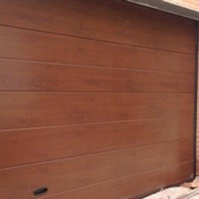 puerta seccional madera