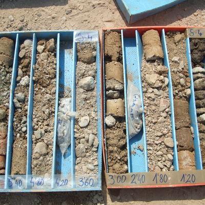 Caja de muestras de perforación en gravas