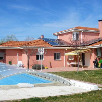 Calentamiento de piscina cubierta con placas solares