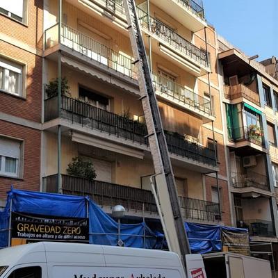 Mudanza con elevador calle Atenas, Barcelona