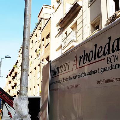 Mudanza en calle Cardener de Barcelona