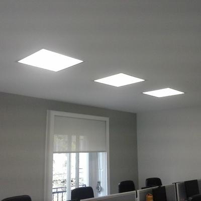 Integración de paneles en falso techo