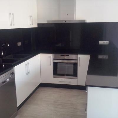 Encimera cocina y frente granito negro Zimbabwe