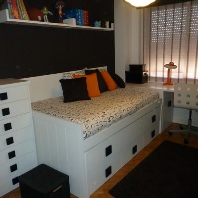 Cama-Compacta con cajones gran capacidad y una segunda cama .