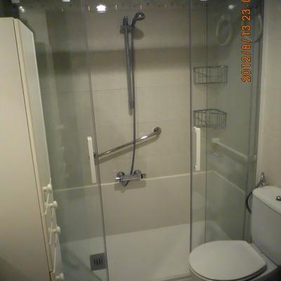 Cambio de bañera por ducha con mampara 4 hojas