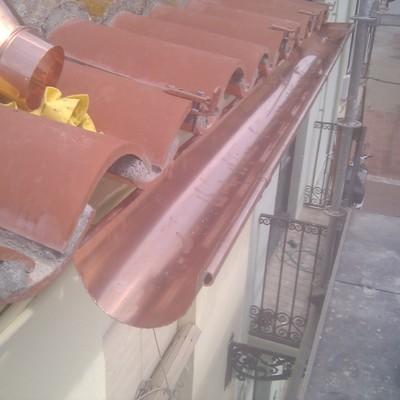 Canal de cobre en cubierta.
