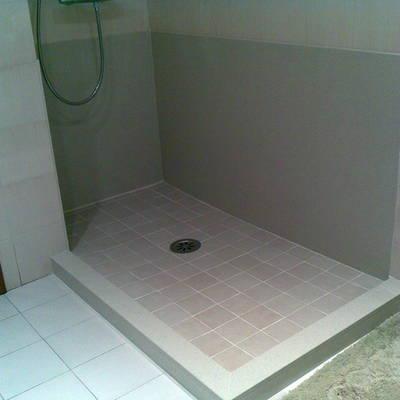 Canvi de banyera a plat de dutxa d'obra