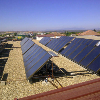 Captadores solares térmicos en el Colegio Casvi (Móstoles).